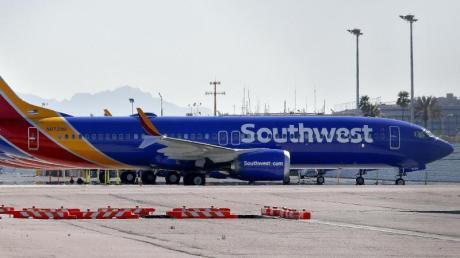 Flugzeuge des Typs Boeing 737 Max von Southwest Airlines auf dem Vorfeld des Sky Harbor International Airports in Phoenix. Foto: Matt York/AP