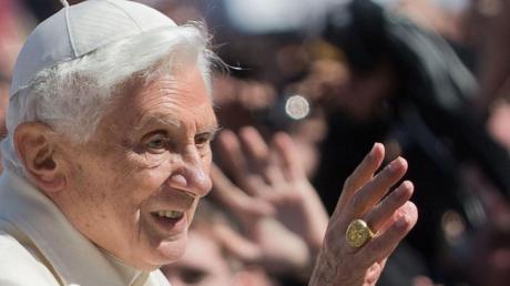 Papst Benedikt XVI. im Jahr 2013. Jetzt sorgt er mit seinen Aussagen zum Missbrauchsskandal für Diskussionen.