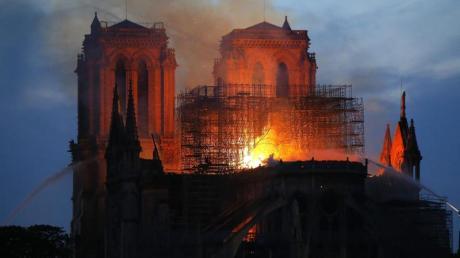 Die Pariser Kathedrale Notre-Dame stand Montagabend in Flammen.