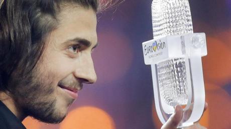 Der Sieger des 62. Eurovision Song Contest (ESC), Salvador Sobral, nach dem Finale 2017.
