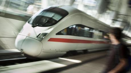 Fernbahnhof am Frankfurter Flughafen. Zahlreiche Fernzüge der Deutschen Bahn konnten vorübergehend den Frankfurter Flughafen und den Mainzer Hauptbahnhof nicht anfahren.