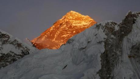 Seit der ersten Besteigung des Everest im Jahr 1953 schafften es inzwischen mehr als 5000 Menschen auf den Gipfel des Bergs.