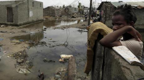 Nach dem verheerenden Zyklon «Idai»:Eine überaschwemmte Straße in Beira in Mosambik. Foto: Themba Hadebe/AP