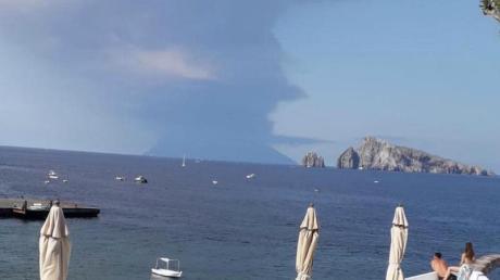 Ein heftiger Ausbruch des Vulkans Stromboli in Italien hat Touristen und Einwohnern Angst und Schrecken eingejagt. Foto: Carmelo Imbesi/ANSA/AP