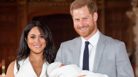 Prinz Harry und Meghan mit Sohn Archie in der St. George's Hall im Windsor Castle. Foto: Dominic Lipinski