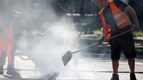 Für schweißtreibende Freiluft-Jobs soll es nach dem Willen der Grünen ein «Recht auf Hitzefrei» geben.
