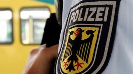 Ein 21-Jähriger fiel an der Donnersbergerbrücke nach einem Streit ins Gleis - die Polizei vermutet allerdings eine Mitschuld des Mannes. Gegen ihn wird wegen Nötigung ermittelt.