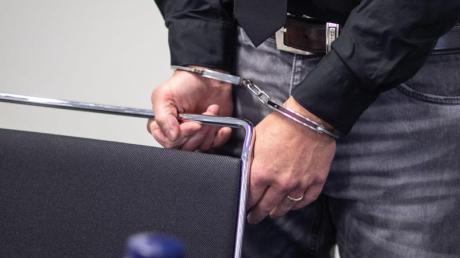 Der 44-jährige Angeklagte hatte zugegeben, unter anderem Nacktbilder seiner früheren Partnerin öffentlich gemacht zu haben. Foto: Frank Rumpenhorst