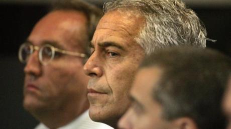 Jeffrey Epstein beging im August im Gefängnis Suizid