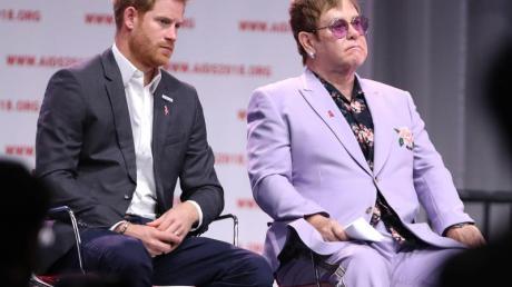 Elton John und PrinzHarry sind eng befreundet. Foto: Gareth Fuller/PA Wire