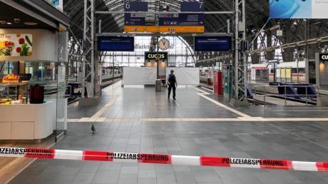 Ende Juli: Gesperrte Bahnsteige im Frankfurter Hauptbahnhof, nachdem ein Achtjähriger vor einen einfahrenden Zug gestoßen worden war. Foto: Jenny Tobien