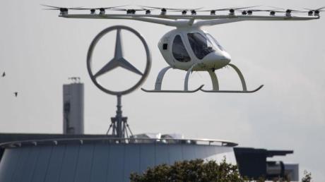 Ein sogenannter Volocopter bei einem Testflug in Stuttgart.