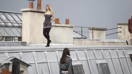 Bei Chanel ging es auf die Dächer von Paris.