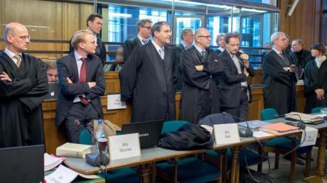 Knapp fünf Jahre nach Beginn des Prozesses wurden acht Rocker zu lebenslanger Haft verurteilt. Foto: Matthias Balk/dpa