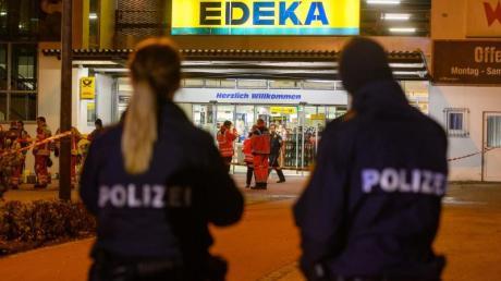 Nach tödlichen Schüssen im niederbayerischen Abensberg hat die Polizei zwei Menschen festgenommen. Foto: Armin Weigel/dpa
