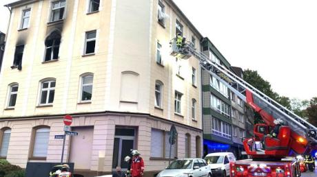 Einsatzkräfte der Feuerwehr am Ort der Explosion in Essen. Foto: Stephan Witte/KDF-TV & Picture/dpa