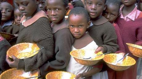 Warten auf eine Mahlzeit: In vier Ländern - Tschad, Madagaskar, Jemen und Sambia - ist die Hungerlage «sehr ernst».