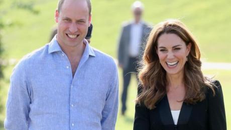 Kate, Herzogin vonCambridge, und der britischePrinz William beim Besuch im Army Canine Centre in Islamabad.