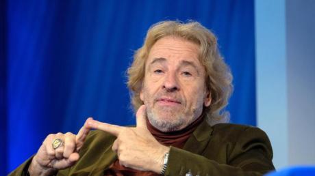 """Thomas Gottschalk spricht während eines Gespräches zu der ZDF-/3SAT-Sendung """"Das Blaue Sofa"""" auf der 71. Frankfurter Buchmesse."""