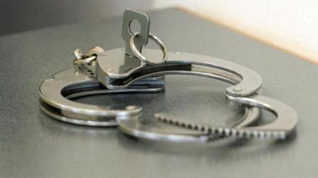 Ein 52-Jähriger ist in Lauingen festgenommen worden.