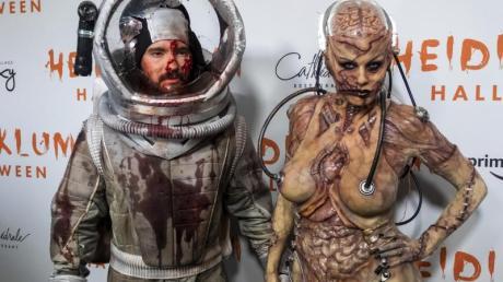 Heidi Klum (r) und ihr Ehemann Tom Kaulitz vor ihrer Halloween-Party. Foto: Charles Sykes/Invision/dpa