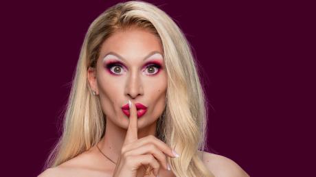 """""""Queen of Drags"""": Alle Kandidatinnen im Überblick. Candy Crash musste die Show letzte Woche verlassen."""