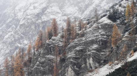 Schnee auf der Nordseite der Zugspitze. Foto: Angelika Warmuth/dpa
