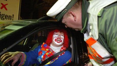 Das soll künftig nicht mehr nötig sein: Alkoholkontrolle in der Karnevalszeit. Foto: Patrick Seeger/dpa