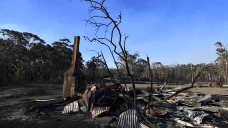 Die Überreste eines durch einen Buschbrand zerstörten Hauses im Bundesstaat New South Wales. Foto: Dan Peled/AAP/dpa