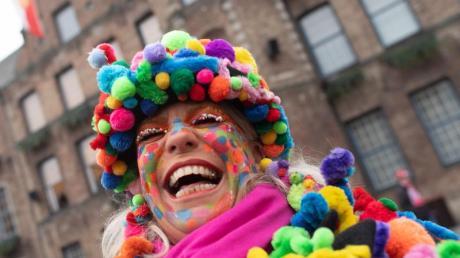 In Deutschlands Karnevalshochburgen hat um 11.11 Uhr die närrische Zeit begonnen. Foto: Federico Gambarini/dpa