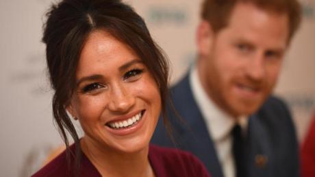 Der britische Prinz Harry und seine Frau Meghan, Herzogin von Sussex, nehmen sich eine Auszeit für die Familie. Foto: Jeremy Selwyn/Evening Standard/PA Wire/dpa