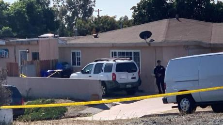 Ermittler der Polizei vor dem Wohnhaus in San Diego.