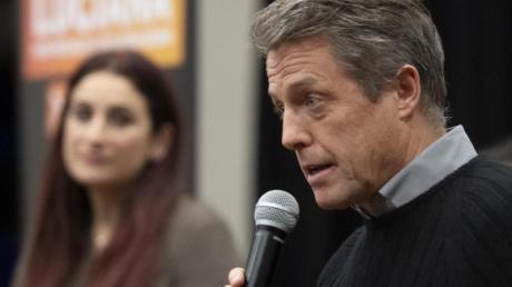 Hugh Grant (r.) bei einer Wahlveranstaltung, auf der er Luciana Berger von den Liberaldemokraten begleitet.