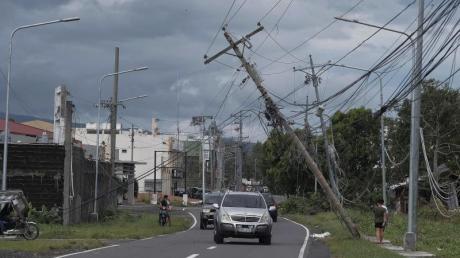 Umgeknickte Strommasten in Legazpi: Nach dem Durchzug des tropischen Wirbelsturms «Kammuri» steigt die Zahl der Toten auf den Philippinen weiter an.