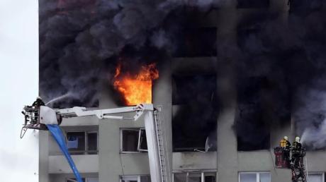 Nach einer Gasexplosion war in einem Hochhaus im slowakischen Presov ein Brand ausgebrochen.