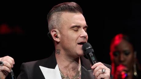 Robbie Williams hofft, dass sein Weihnachts-Album ein riesen Erfolg wird.