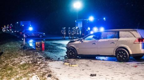 Ein Unfallwagen auf der Bundesstraße B463 bei Albstadt in Baden-Württemberg.