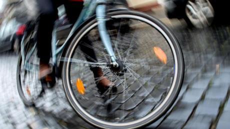Eine Radfahrerin ist bei einem Unfall in Altenstadt verletzt worden. Wie es passiert ist, daran kann sie sich jedoch nicht mehr erinnern. (Symbolfoto)