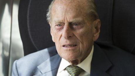 Auf Anraten seines Arztes hat sich Prinz Philip ins Krankenhaus begeben.