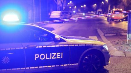 In Heidenheim ist eine 15-Jährige gestorben, nachdem sie von einem Auto erfasst wurde.