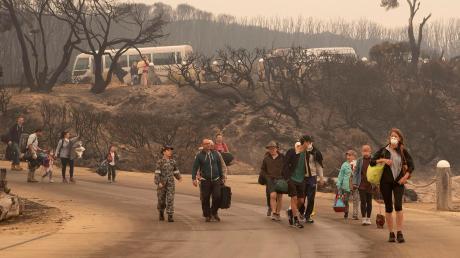 Rette sich, wer kann. Zahlreiche Waldbrände im Südosten Australiens sind außer Kontrolle.