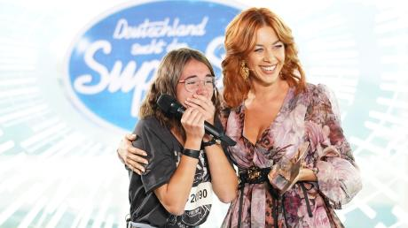 DSDS 2020: Caro bekommt die erste Goldene CD von Jury-Mitglied Oana Nechiti.