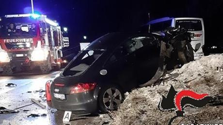 Das von den Carabinieri Bozen herausgegebene Foto zeigt den Unfallwagen.