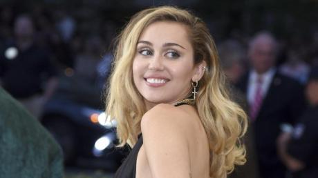 Miley Cyrus macht es spannend.