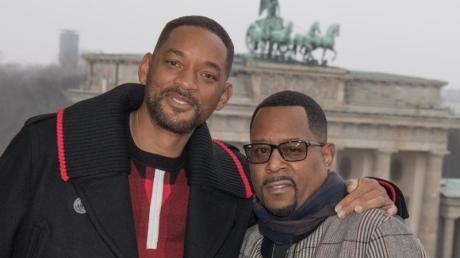 """Will Smith (l) und Martin Lawrence vor der Deutschlandpremiere von """"Bad Boys For Life"""" in Berlin."""