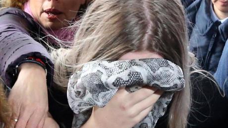 Die 19-jährige Britin trifft vor dem Gericht in Famagusta ein.