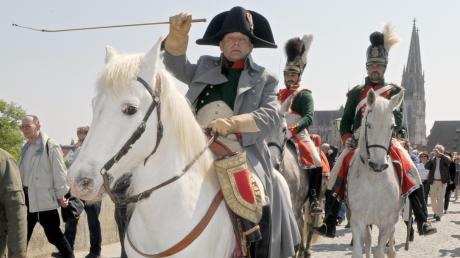 Vor 210 Jahren zogen die Truppen von Kaiser Napoleon eine blutige Spur durch Ostbayern. Auf unserem Bild stellen Schauspieler die Eroberung Regensburgs durch Napoleon nach.