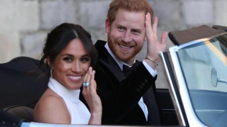 Sie sagen Bye, bye: Prinz Harry und seine Frau Meghan verabschieden sich aus dem Königshaus.