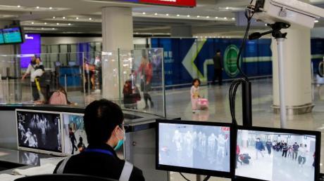 Fieberkontrollen am Flughafen von Hongkong.
