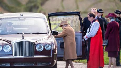 Königin Elizabeth II. hat den Gottesdienst in der St. Maria Magdalena Kirche in Sandringham besucht.